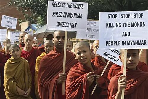 Monjes budistas en las protestas deMianmar