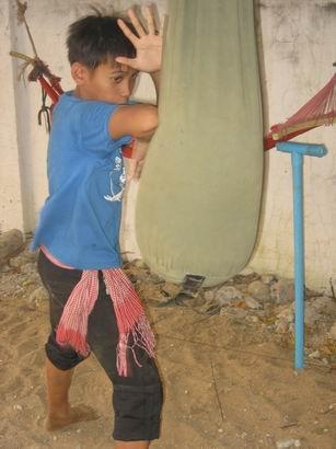 Un joven principiante de prodal en Poipet, Camboya. Foto de Albeiro Rodas.