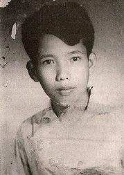 Kang Guekauv a 17 años, listo para ser profesor de matemáticas. La vida lo convertiria en el calculador director de centros de tortura de los jemeres rojos.