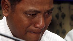 Nong Chan Phal, ahora de 38 años, habló frente a la prensa en Phnom Penh de cómo sobrevivió S-21 cuando tenía 9 años de edad. Foto khmerlovekhmer.org