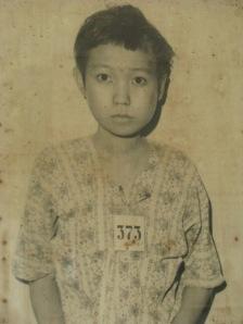 Fotos como estas exhibidas en S-21, resultan dramáticas. Con la noticia de que cinco niños pudieron escapar de ese infierno, se abren las esperanzas de que no todo es completamente oscuro.