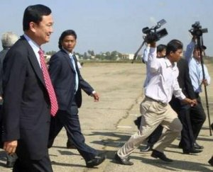 thaksin arrived in cambodia on 10.11.09-