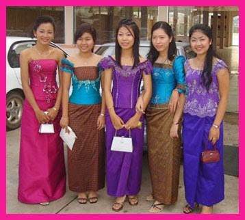 beautiful-khmer-girls-with-traditional-khmer-clothes