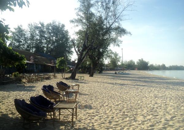 Ochheuteal_beach_Sihanoukville_rainy_day_in_August