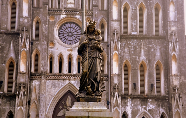 Statue_of_our_Lady,_St._Joseph's_Cathedral,_Hanoi